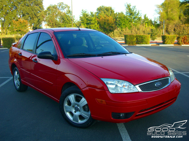buy used 2005 ford focus zx4 ses 4 door red 69k miles. Black Bedroom Furniture Sets. Home Design Ideas
